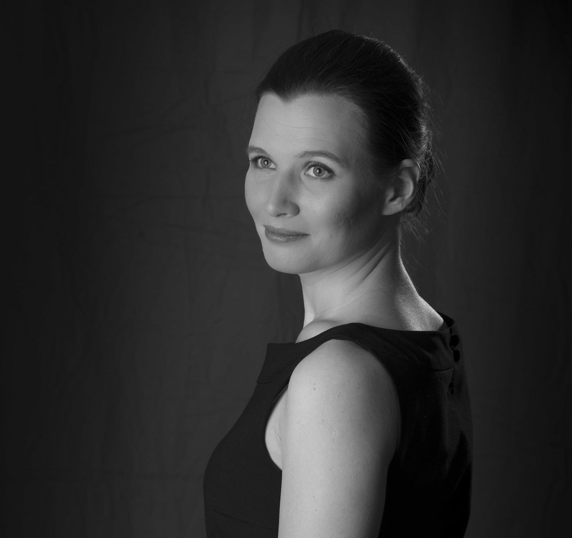 Eva-Marie Ferraro geb. Pausch schwarz-weiß Portrait seitlich
