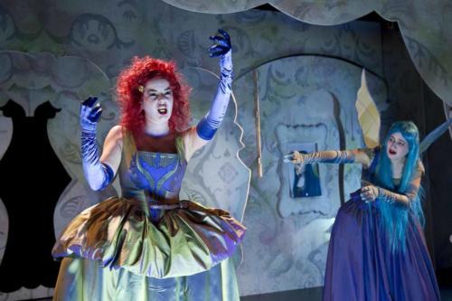 """Als Lully in """"Armide oder Zickenkrieg im Zauberreich"""" am Staatstheater Nürnberg"""